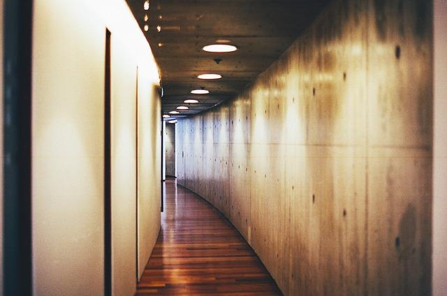 hallway-438412_640.jpg